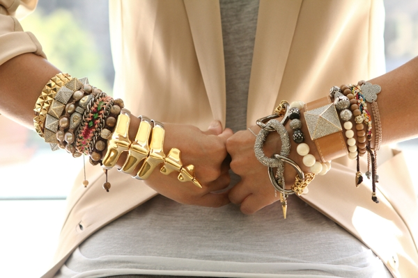 Latest Accessories For Women – Have You Checked Out The New Collections of Scarves?